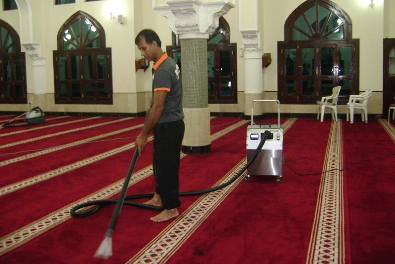 Saudi Arabia cleans and sanitizes 90,000 mosques