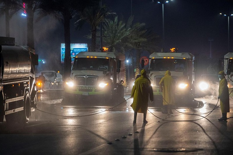 Jeddah municipality intensifies efforts to disinfect and sanitize streets, roads and public squares