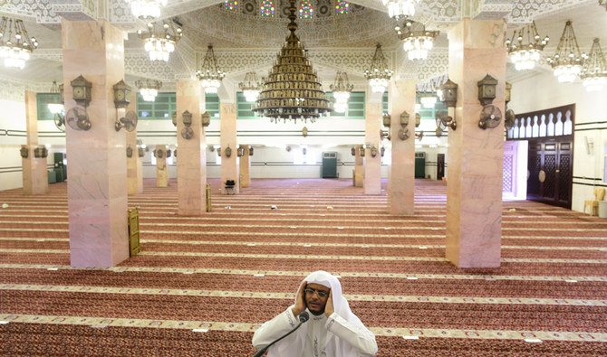 Saudi Islamic Ministry reopens 17 mosques after sanitization